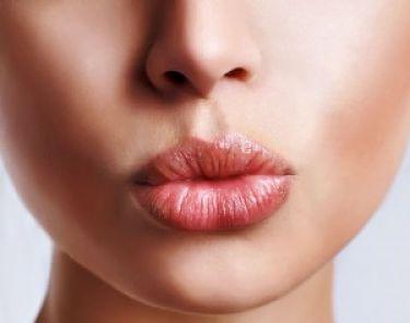 Labios gruesos sin cirugia ¡Un truco de maquillaje!