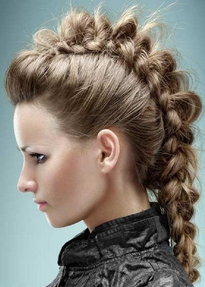 peinados de fiesta estilo rockera