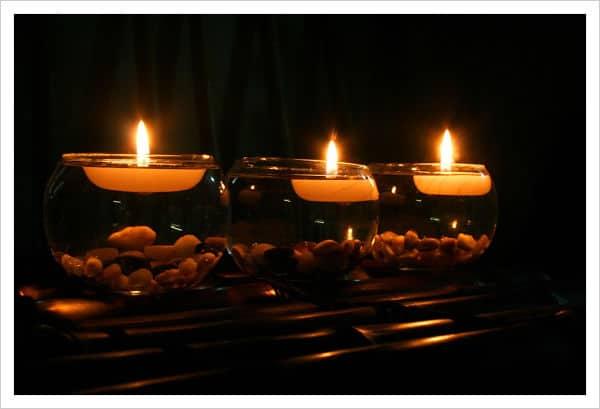 decoraciòn con velas flotantes