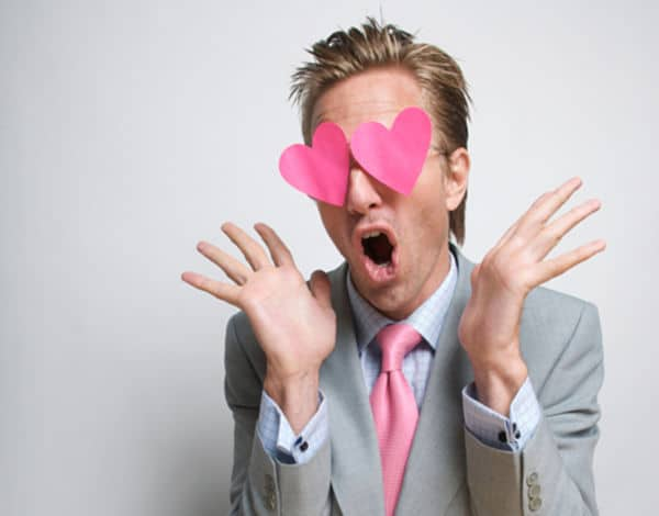 14 Señales del lenguaje corporal de un hombre enamorado ¡Descúbrelo!
