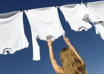Aprende a cómo quitar las manchas amarillas en la ropa guardada
