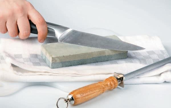 C mo afilar un cuchillo utilizando una piedra de afilar o for Como pulir un cuchillo