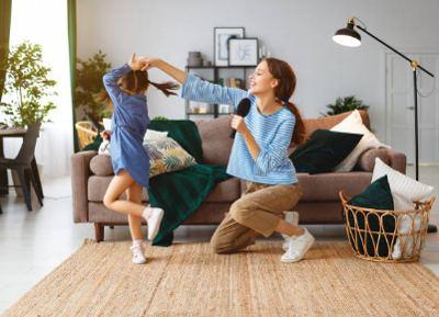 Rutinas de baile en la casa